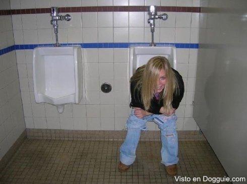 chicas-borrachas-orinando-08