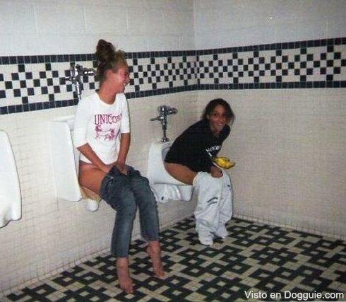chicas-borrachas-orinando-12