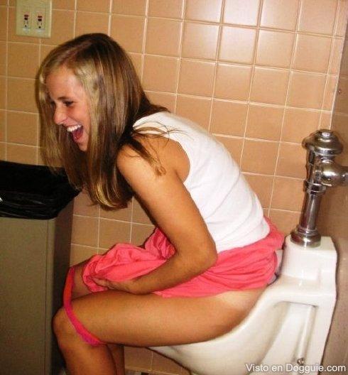 chicas-borrachas-orinando-31