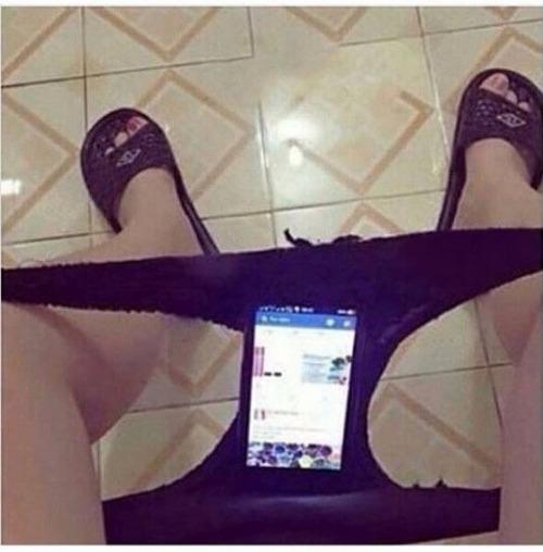 Les culottes servent à mettre ton téléphone dedans quand tu fais caca
