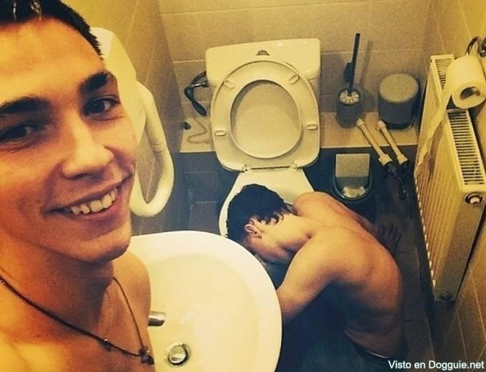 prend un selfie quand ton pote vomit